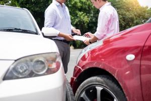 开车出交通事故扣分吗