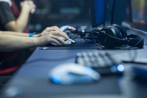 70后女玩家被骗充值手游近40万元,网络游戏欺骗消费者去哪里投诉