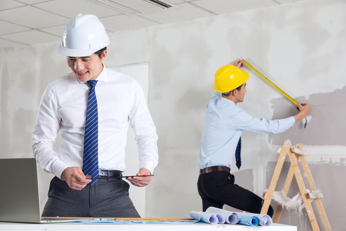 建筑工地发生事故谁负责