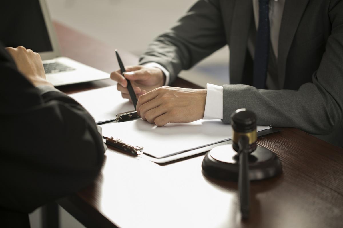 让员工签劳务合同合法吗
